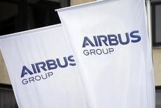 Airbus Group a annoncé mercredi une progression de 10% de son résultat opérationnel au premier semestre et a confirmé son intention de céder sa part de 46,3% dans l'avionneur français Dassault Aviation. /Photo prise le 3 janvier 2014/REUTERS/Benoît Tessier