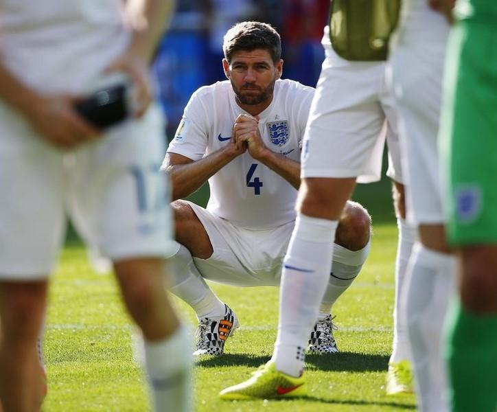 England's Steven Gerrard squats on the pitch after their 2014 World Cup Group D soccer match against Costa Rica at the Mineirao stadium in Belo Horizonte June 24, 2014. REUTERS/Damir Sagolj