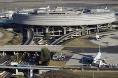 Aéroports de Paris relève son hypothèse de croissance de son trafic cette année à une fourchette comprise entre 2,7% et 3,2%, contre +2,0% précédemment, après un premier semestre marqué par une croissance de 7,1% de cet agrégat et une progression de 8,4% de son Ebitda. /Photo d'archives/REUTERS/ADP/Veronique Paul