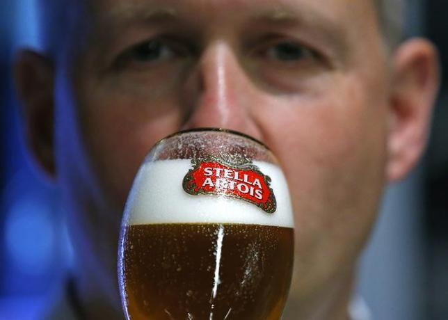 A waiter tastes a beer ahead of an Anheuser-Busch InBev shareholders meeting in Brussels April 30, 2014.   REUTERS/Yves Herman