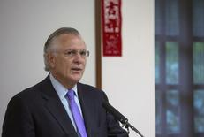 "Richard Fisher, president of the Federal Reserve Bank of Dallas, speaks on ""U.S. Economy and Monetary Policy: Where to From Here?"" during at luncheon in Hong Kong April 4, 2014. REUTERS/Tyrone Siu"