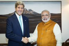Secretário de Estado dos EUA, John Kerry, e primeiro-ministro da Índia, Narendra Modi, em Nova Délhi. 01/08/2014 REUTERS/Lucas Jackson