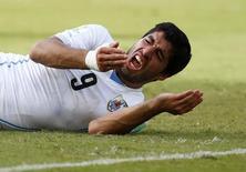 Atacante do Uruguai Luis Suárez após morder italiano Giorgio Chiellini em jogo da Copa do Mundo, em Natal. 24/06/2014 REUTERS/Tony Gentile
