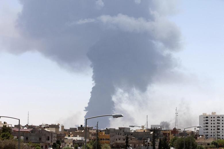 Smoke rises after rockets fired by one of Libya's militias struck and ignited a tank in Tripoli August 2, 2014.  REUTERS/Hani Amara