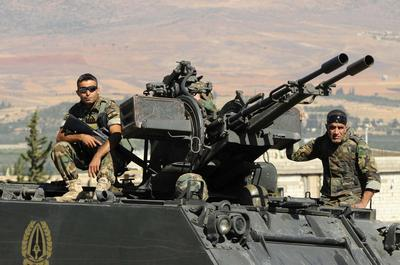 Lebanese army tries to expel Syria-linked militants...