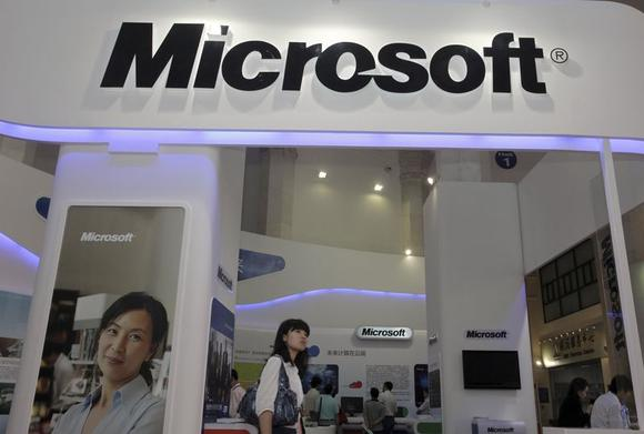 A visitor walks past a Microsoft booth at a computer software expo in Beijing, June 2, 2010. REUTERS/Stringer/Files