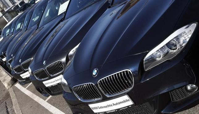 Cars of German luxury car maker BMW are displayed for sale at a dealer in Miesbach March 18, 2014. REUTERS/Michael Dalder/Files