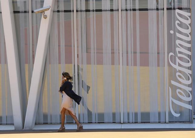 A woman walks past a Telefonica building in Barcelona, July 31, 2014.   REUTERS/Albert Gea