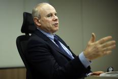 O ministro da Fazenda, Guido Mantega, concede entrevista à Reuters, em Brasília, nesta terça-feira. 05/08/2014 REUTERS/Ueslei Marcelino