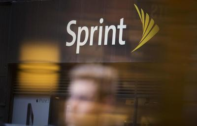 Sprint drops bid to buy T-Mobile, changes CEO