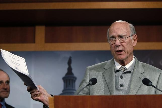 U.S. Senator Pat Roberts (R-KS) addresses a news conference as he discusses his opposition to a vote on START Treaty on Capitol Hill in Washington December 15, 2010. REUTERS/Hyungwon Kang