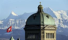 A file photo shows the Swiss Federal Palace (Bundeshaus) in front of the Alps in Bern February 12, 2014. REUTERS/Thomas Hodel/Files