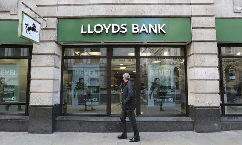 A man walks past a branch of Lloyds bank in central London February 13, 2014.    REUTERS/Paul Hackett
