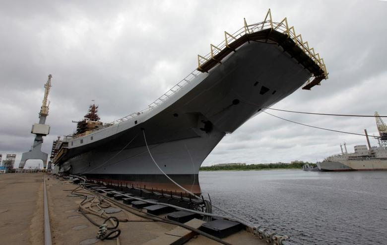 Admiral Gorshkov, a Soviet-era aircraft carrier that was bought by India, is anchored at the Sevmash factory in the northern city of Severodvinsk July 2, 2009.  REUTERS/Alexander Zemlianichenko/Pool