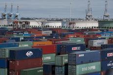 Le déficit commercial de la France s'est creusé à 5,38 milliards d'euros en juin sous l'effet d'une hausse des importations plus forte que des exportations, même si celles-ci ont atteint leur plus haut niveau depuis 14 mois, selon les statistiques CVS/CJO des Douanes. /Photo d'archives/REUTERS/Gonzalo Fuentes