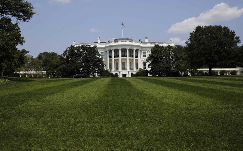 The South Lawn and the White House is pictured in Washington August 7, 2014.        REUTERS/Larry Downing