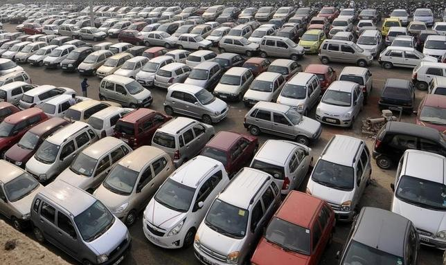 Cars are seen at a parking lot in Gurgaon, in Haryana, November 10, 2010. REUTERS/Mansi Thapliyal/Files