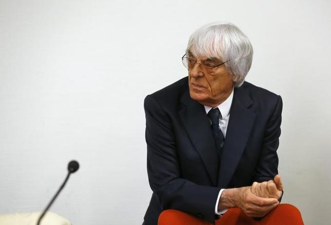 Formula One Chief Executive Bernie Ecclestone arrives back in the courtroom after an ajournment, at the regional court in Munich August 5, 2014. REUTERS/Michael Dalder