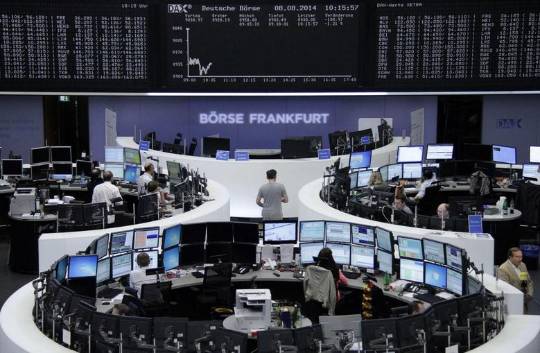 Traders are pictured at their desks in front of the DAX board at the Frankfurt stock exchange August 8, 2014.      REUTERS/Amanda Andersen/Remote