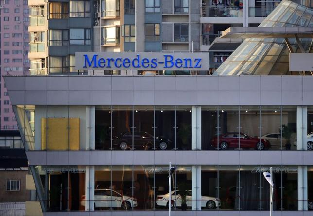 A Mercedez-Benz sign is seen at a dealership in downtown Shanghai in this August 5, 2014 file photo.   REUTERS/Carlos Barria/Files