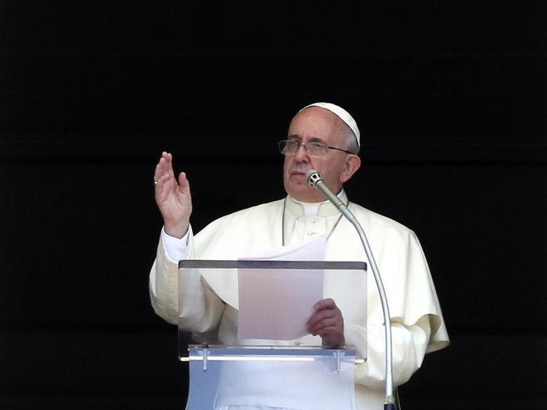 Pope Francis speaks as he leads the Angelus prayer in Saint Peter's Square at the Vatican August 10, 2014.  REUTERS/Stefano Rellandini