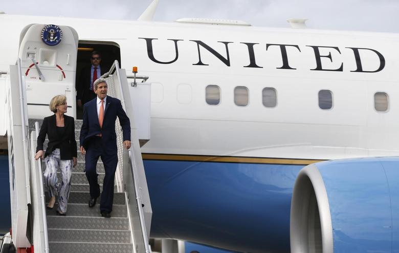 U.S. Secretary of State John Kerry steps off his aircraft alongside Australia's Foreign Minister Julie Bishop (L) in Sydney, August 11, 2014. REUTERS/Jason Reed