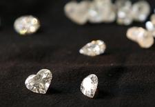 """Des habitants du sud-ouest de la France ont eu la frayeur de leur vie en découvrant dans l'annexe de leur maison une boîte en fer portant l'inscription """"Ne pas manipuler: engin explosif"""" avant d'apprendre qu'elle contenait des bijoux et une vingtaine de diamants. /Photo d'archives/REUTERS/Gil Cohen Magen"""