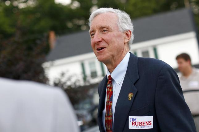 U.S. Senate candidate Jim Rubens (R-NH) speaks with local citizens before a town meeting in Windham, New Hampshire, August 5, 2014. REUTERS/Dominick Reuter