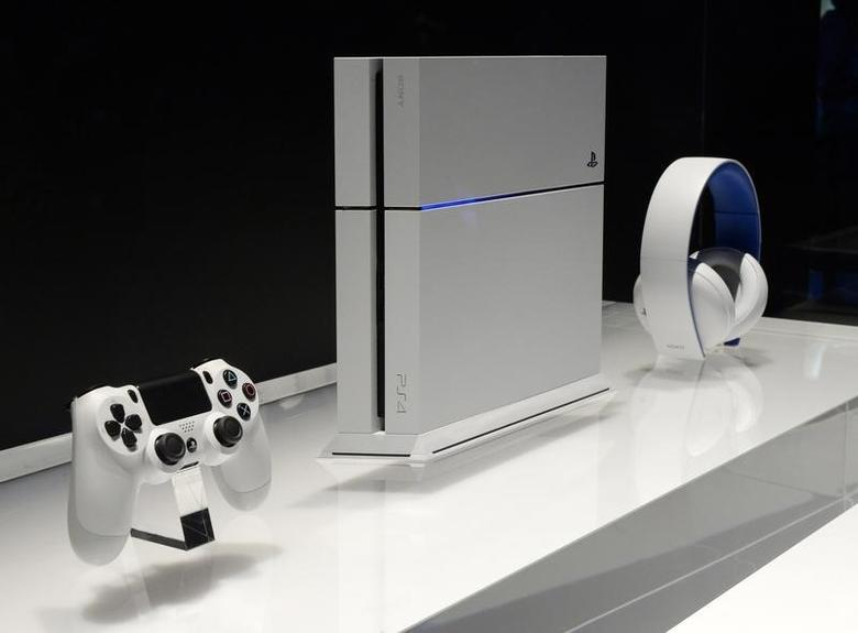 A white Sony Playstation 4 is on display at the 2014 Electronic Entertainment Expo, known as E3, in Los Angeles, California June 11, 2014.  REUTERS/Kevork Djansezian