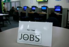 Les offres d'emploi ont augmenté aux Etats-Unis pour atteindre en juin 4,67 millions, leur niveau le plus élevé en plus de 13 ans, et les embauches se sont accélérées, semblant attester d'une réduction des capacités non utilisées du marché du travail. /Photo d'archives/REUTERS/Robert Galbraith
