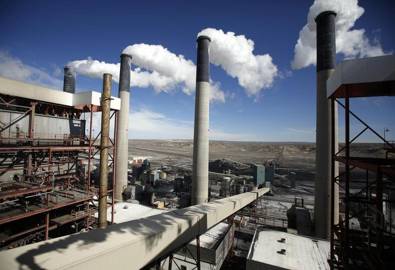 Steam rises from the stakes of the coal-fired Jim Bridger Power Plant supplied by the neighboring Jim Bridger mine that is owned by energy firm PacifiCorp and the Idaho Power Company, outside Point of the Rocks, Wyoming  in this March 14, 2014 file photo.   REUTERS/Jim Urquhart/File