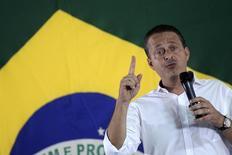 Candidato do PSB à Presidência, Eduardo Campos, durante anúncio da filiação de Marina Silva ao PSB, em Brasília. 5/10/2013.  REUTERS/Ueslei Marcelino