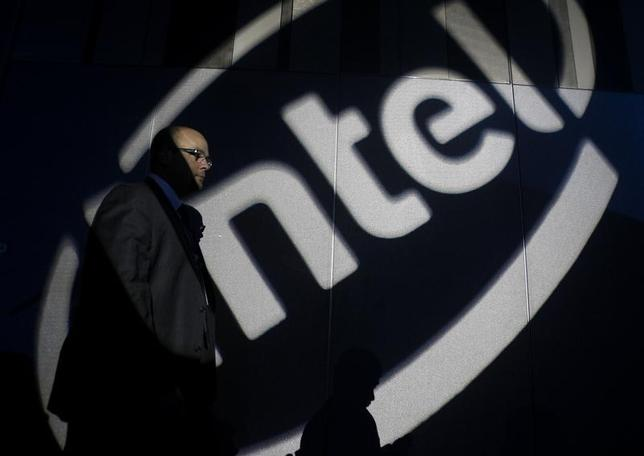 A man walks past an Intel logo during a news conference by Intel Chief Executive Paul Otellini in Taipei October 28, 2010.  REUTERS/Nicky Loh