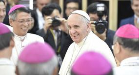 Pope Francis arrives for a meeting with the bishops at the headquarters of the Korean Bishops's Conference in Seoul August 14, 2014.   REUTERS/Korea Pool/Yonhap
