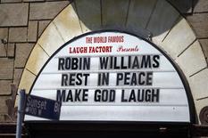 Letreiro de clube de comédia em Hollywood faz homenagem a Robin Williams. 12/08/2014 REUTERS/Lucy Nicholson