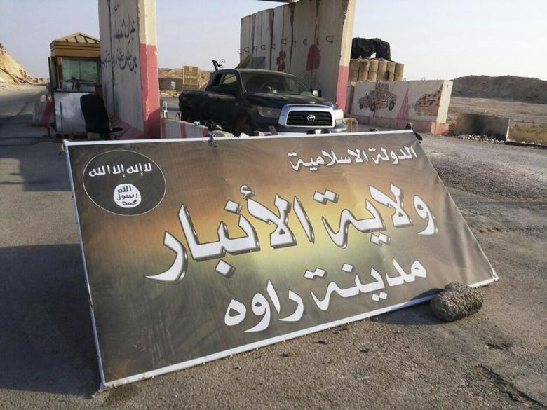 A banner is placed at a checkpoint belonging to the militant group Islamic State, at the main entrance of Rawah in Anbar province, July 22, 2014.  REUTERS/Stringer
