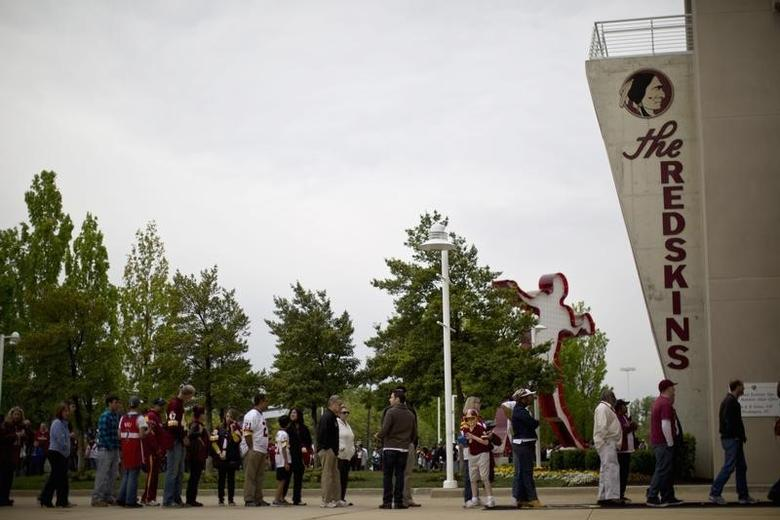 Redskin fans wait in line outside the FedEx Field stadium before the start of a draft day party in Landover, Maryland April 28, 2012.    REUTERS/Benjamin Myers