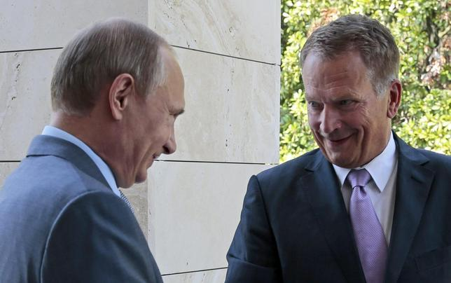 Russia's President Vladimir Putin (L) greets his Finnish counterpart Sauli Niinisto during their meeting at the Bocharov Ruchei state residence in Sochi, August 15, 2014.   REUTERS/Ivan Sekretarev/Pool