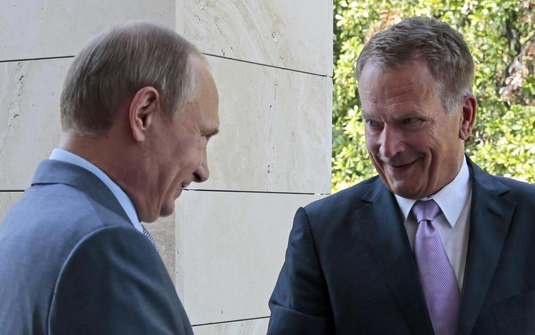 Russia's President Vladimir Putin (L) greets his Finnish counterpart Sauli Niinisto during their meeting at the Bocharov Ruchei state residence in Sochi, August 15, 2014.   REUTERS/Ivan Sekretarev/Pool