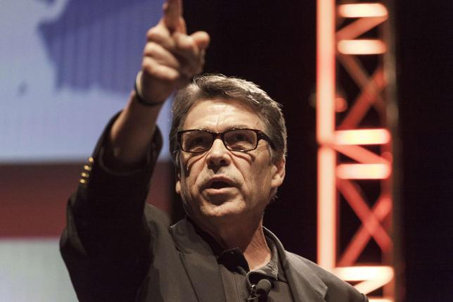 Texas Governor Rick Perry gestures as he speaks at the Family Leadership Summit in Ames, Iowa August 9, 2014. REUTERS/Brian Frank