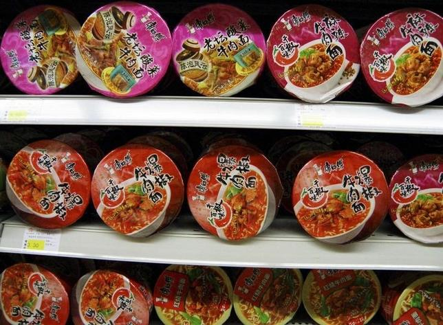 Bowls of Tingyi instant noodles are seen on a shelf at a supermarket in Yichang, Hubei province August 7, 2009.  REUTERS/China Daily