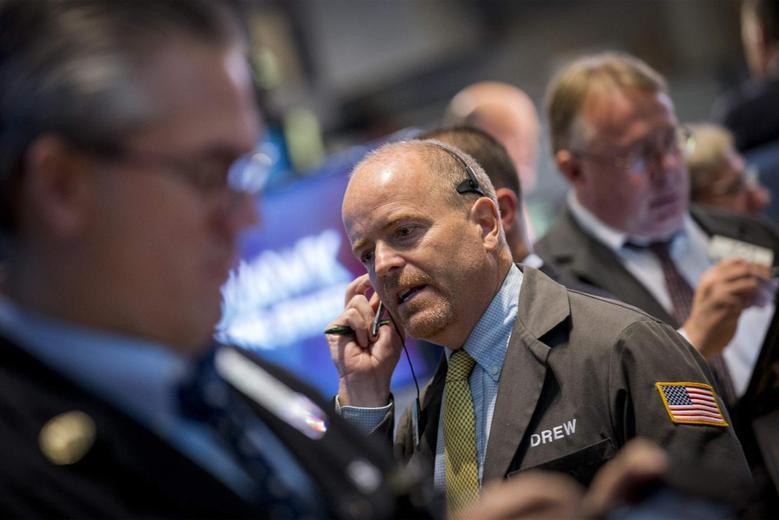 Traders work on the floor of the New York Stock Exchange August 18, 2014. REUTERS/Brendan McDermid