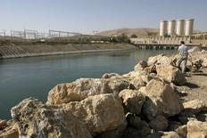 A man stands on the banks of the Mosul Dam on the Tigris River in Mosul, 390 km (240 miles) northwest of Baghdad, in this November 1, 2007 file photo. REUTERS/Stringer/Files