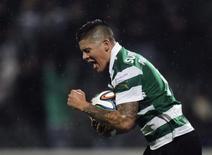 Marcos Rojo comemora gol marcado pelo Sporting contra o Arouca em janeiro. 18/01/2014. REUTERS/Miguel Vidal