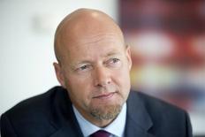 Управляющий директор Норвежского суверенного фонда Ингве Слингстад в офисе в Лондоне 25 июня 2014 года. Норвежский суверенный фонд, управляющий активами на $885 миллиардов, скорее всего сохранит $8,2 миллиарда в российских активах, несмотря на санкции, но не планирует дальнейших приобретений из-за политического риска, сообщил фонд в среду. REUTERS/Neil Hall