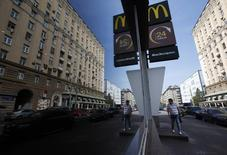 A man walks past a closed McDonald's restaurant, one of four temporarily closed by the state food safety watchdog, in Moscow, August 21, 2014. Russia ordered the temporary closure of four McDonald's restaurants in Moscow on Wednesday, a decision it said was over sanitary violations but which comes against a backdrop of worsening U.S.-Russian ties over Ukraine. REUTERS/Maxim Zmeyev