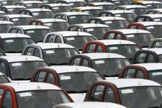 General Motors a déclaré qu'il allait réduire la production de son usine située près de Saint-Pétersbourg, évoquant une contraction prolongée du marché automobile russe. /Photo d'archives/REUTERS/Ints Kalnins