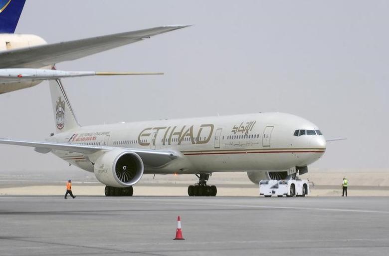 An Etihad Airways aircraft is seen at Abu Dhabi International Airport, September 19, 2012. REUTERS/Ben Job