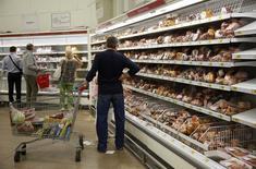 A Moscou. L'économie russe s'est contractée en rythme annuel au cours des deux derniers mois, annonce vendredi le ministère de l'Economie, un recul qui conforte les craintes d'une récession en 2014 sur fond de tensions commerciales liées à l'Ukraine. /Photo prise le 18 août 2014/REUTERS/Maxim Zmeyev