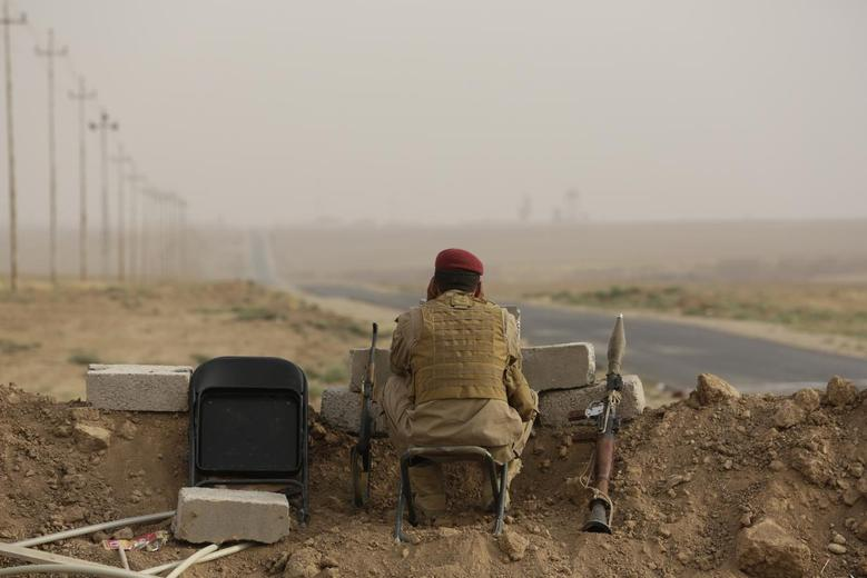 A Kurdish fighter keeps guard while overlooking positions of Islamic State militants near Mosul in northern Iraq August 19, 2014. REUTERS/Youssef Boudlal